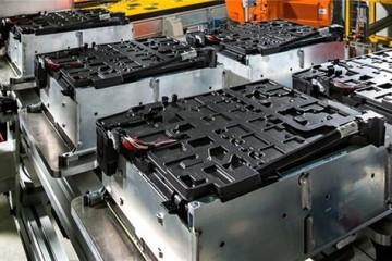 20万吨退役电池流入黑市新能源汽车如何避免新污染